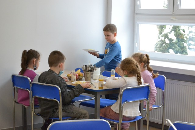 w wyremontowanej stołówce w Szkole Podstawowej nr 3 w Lipnie