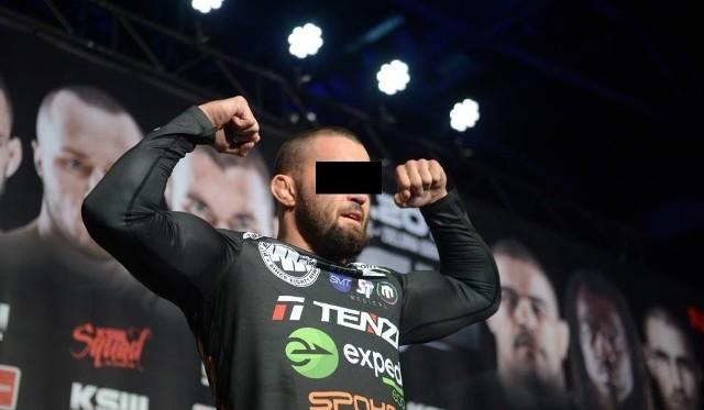 Pochodzący ze Szczecina Michał M. to utytułowany zawodnik MMA, czyli mieszanych sztuk walki, były mistrz federacji KSW w wadze średniej.
