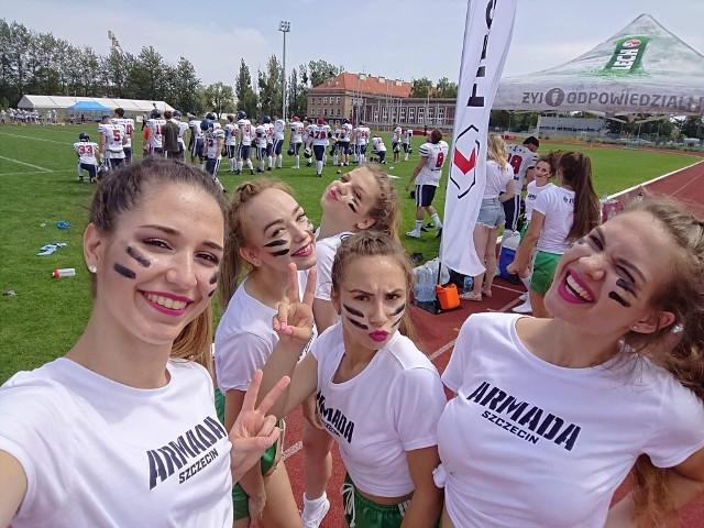 Graczy Armady do walki zagrzewały m.in. dziewczyny z Just Cheerleaders Szczecin