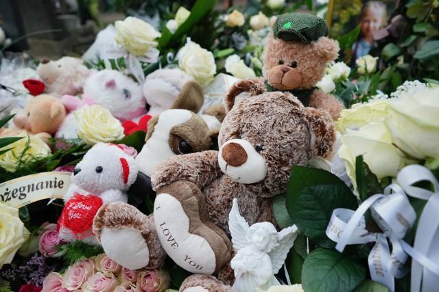 Pogrzeb 8-letniej Mai, która została śmiertelnie potrącona na skrzyżowaniu ul. Opolskiej i Jesionowej, odbył się w piątek na cmentarzu przy ul. Bluszczowej w Poznaniu.