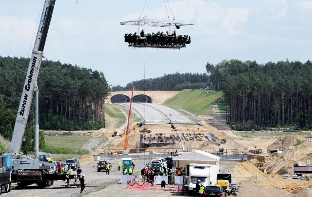 Tak ugoszczono gości podczas budowy autostrady A2 i zorganizowanego spotkania pod hasłem Majówka w chmurach nad A2