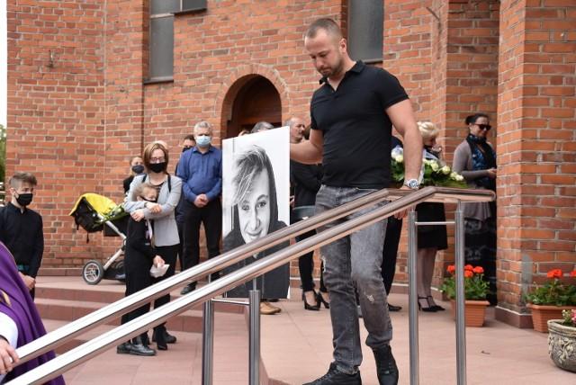 W kościele pw. bł. Michała Kozala na Winiarach w Kaliszu odbył się pogrzeb Dominika, który kilka dni wcześniej zmarł po fatalnym upadku na skateparku. W ostatniej drodze towarzyszyło mu kilkaset osób. Zobacz więcej zdjęć ---->