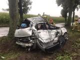 Zginęli dzień przed ślubem. Tragiczna śmierć wykładowcy UAM Poznań. Zobacz przerażające zdjęcia z wypadku