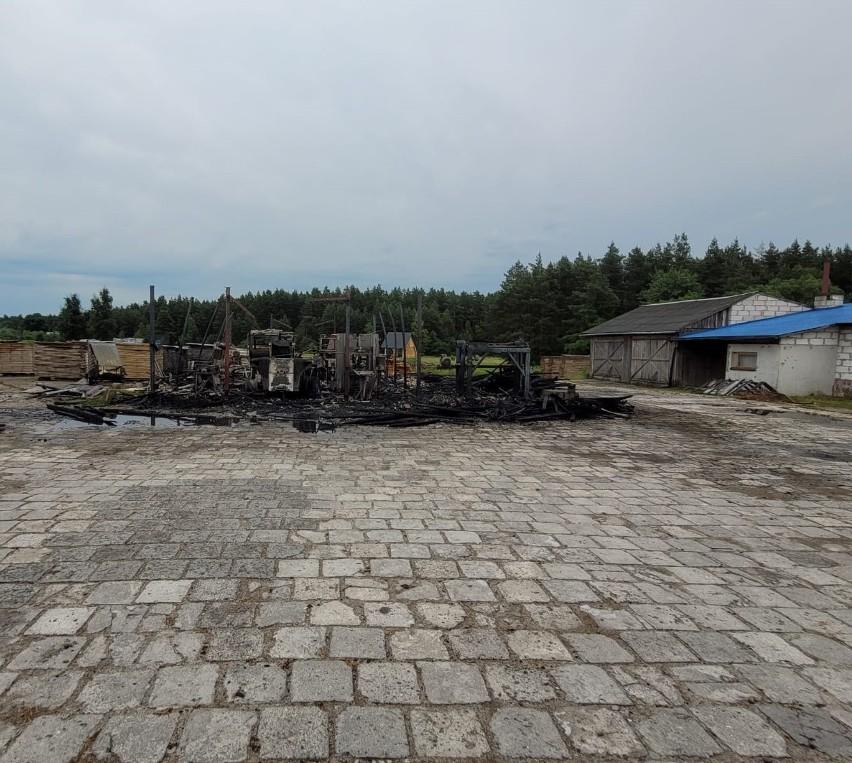 Podtopienia i pożar. Biłgorajscy strażacy po burzy mieli pełne ręce roboty. Zobacz