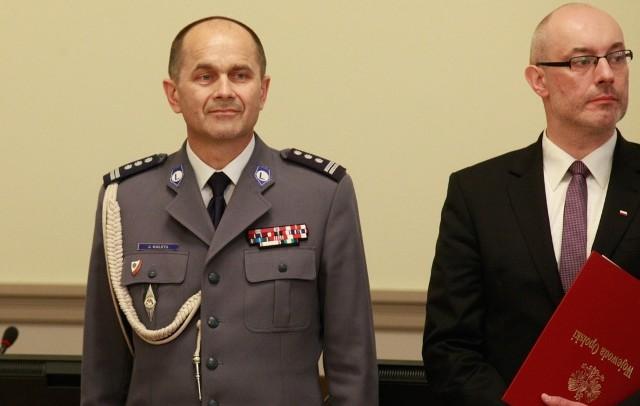Inspektor Jarosław Kaleta został wprowadzony w środę na stanowisko opolskiego komendanta wojewódzkiego policji. Obok Adrian Czubak, wojewoda opolski.