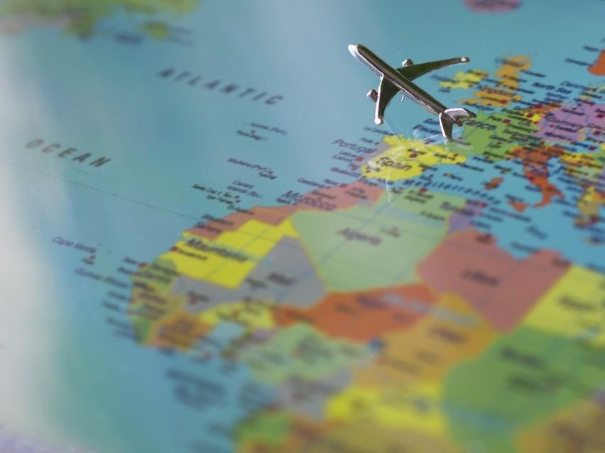 Praca za granicą nie zawsze wiąże się z koniecznością...