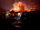 Wielki pożar zakładu stolarskiego w Prusinowicach. W budynku zawalił się dach. Na miejscu ponad 80 strażaków! ZDJĘCIA