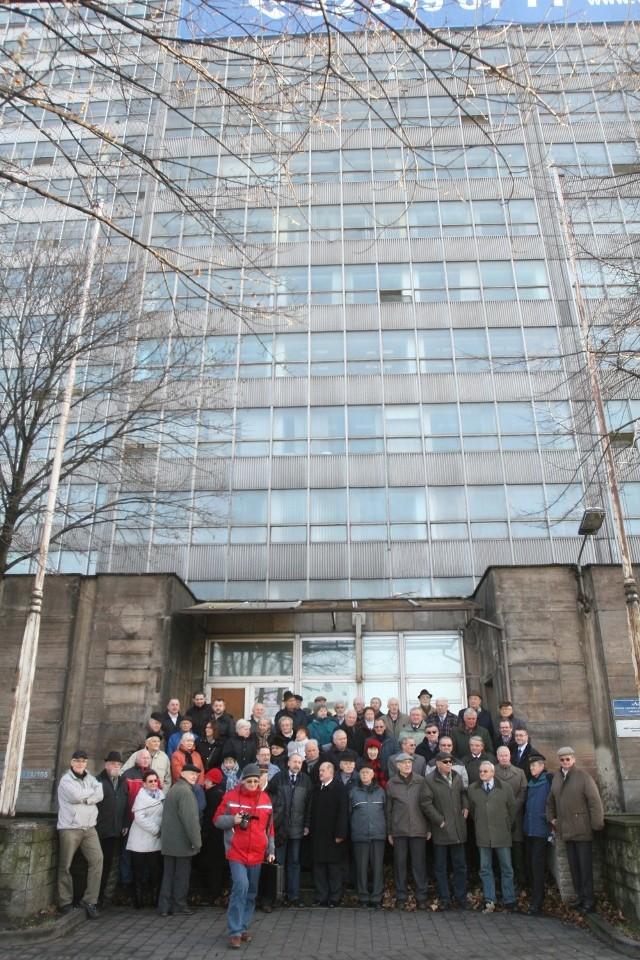 Pożęgnanie  kolejarzy z biurowcem DOKP w Katowicach