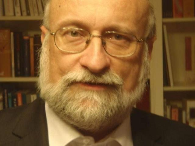 Dr hab. Piotr Błędowski, prof. SGH jest dyrektorem Instytutu Gospodarstwa Społecznego tej uczelni, zajmuje się polityką społeczną, sytuacją życiową ludzi starszych