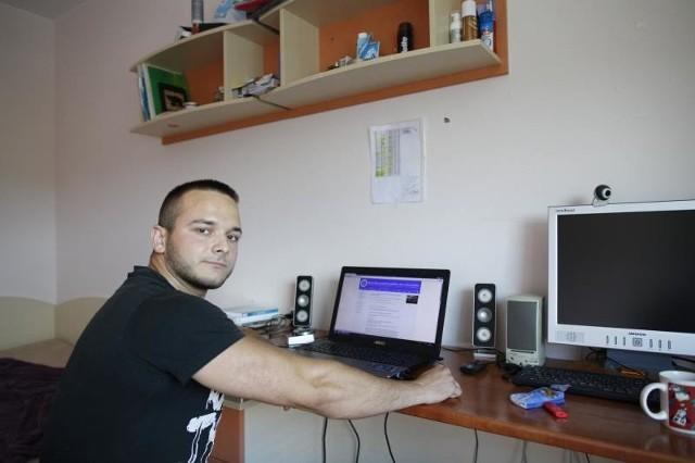 Jakub z Namysłowa jest zwolennikiem akademika, bo nie dość, że jest tańszy, a sprzyja nawiązywaniu kontaktów studenckich.