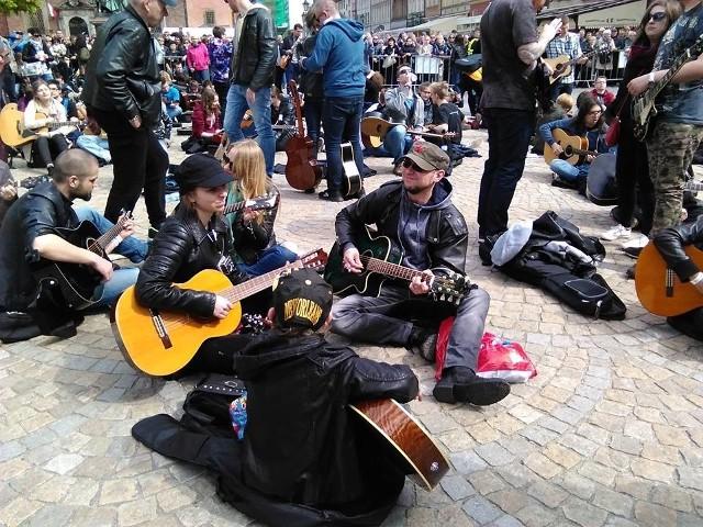 Gitarowy Rekord Guinnessa, mała scena