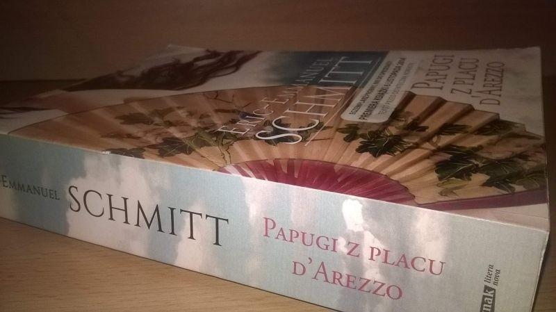"""Powieść """"Papugi z Placu d'Arezzo"""" w Polsce ukazała się nakładem wydawnictwa Znak Litera Nova."""