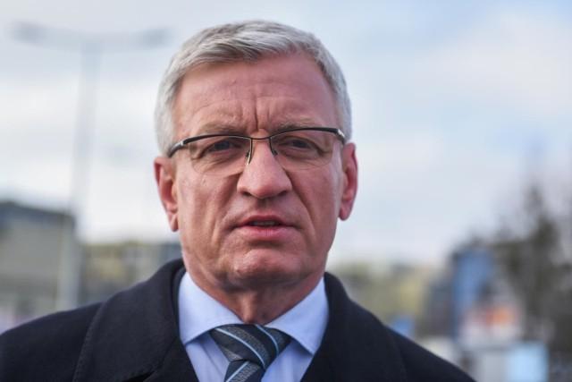 - Gdy potrzebna jest fachowa porada i pomoc, kwestie światopoglądowe powinny zejść na drugi plan - napisał na FB Jacek Jaśkowiak