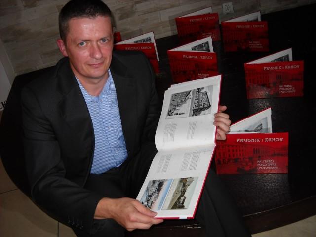 """""""Prudnik i Krnov na starej pocztówce i fotografii"""" - to tytuł nowego albumu historycznej fotografii, pochodzącej w większości z kolekcji Piotra Kulczyka."""
