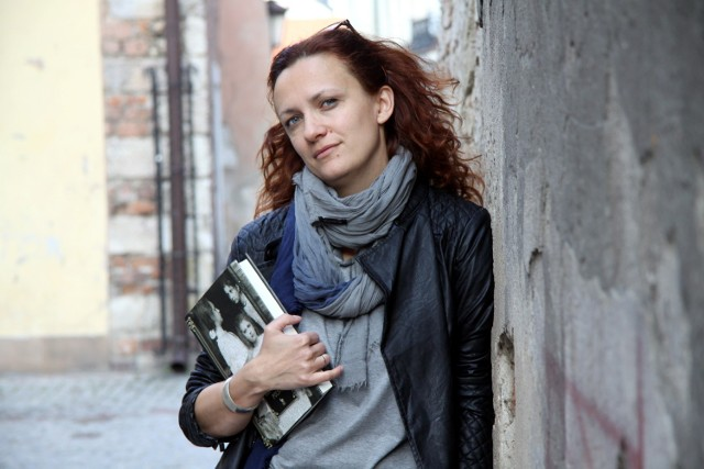 Monika Śliwińska, dziennikarka, redaktorka i pisarka. Mieszka w Lublinie, tworzy stronę o życiu i twórczości Boya