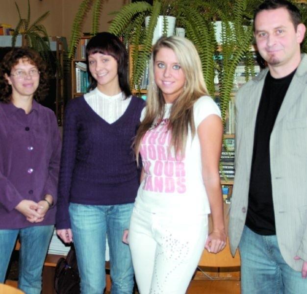 Annę Bielińską (po lewej) cieszą sukcesy Agnieszki Hiero (obok), Krzysztof Falkowski raduje się z talentów Diany Bibińskiej