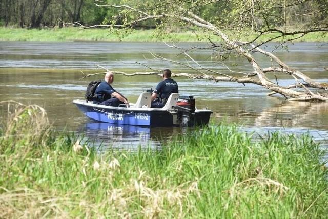 Trwają poszukiwania wędkarza, który wpadł do rzeki w okolicach Krosna Odrzańskiego.