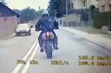 Motocyklista z bronią maszynową uciekał w Wodzisławiu. Policjanci ścigali go przez 7 km. Uciekał ścigaczem aprilla