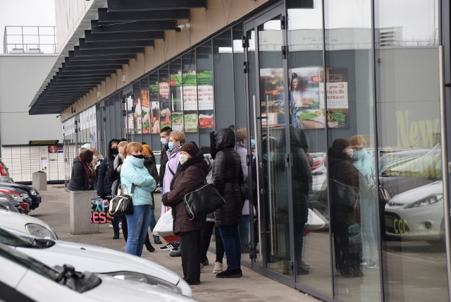 Niedziela handlowa. Mieszkańcy ruszyli na zakupy
