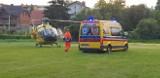 Wypadek nad jeziorem w Powidzu: 22-latek spadł z pomostu do wody. Do szpitala zabrał go śmigłowiec LPR