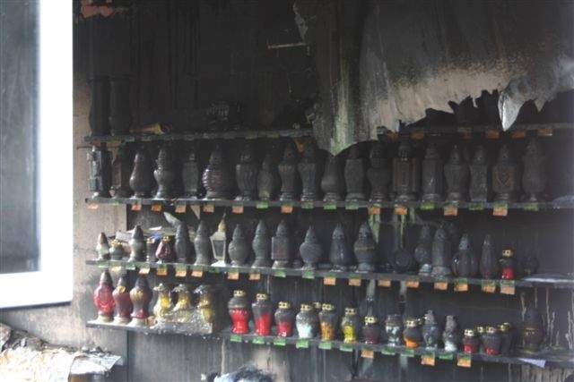 Pozar zakladu produkującego znicze w miejscowości Gana kolo Olesna.