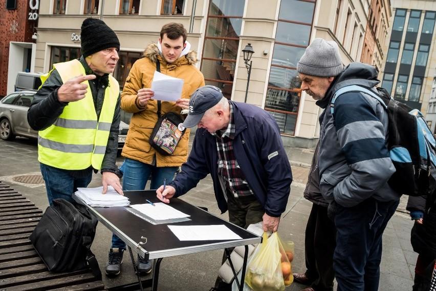 W sobotę na ul. Mostowej w Bydgoszczy odbył się protest...