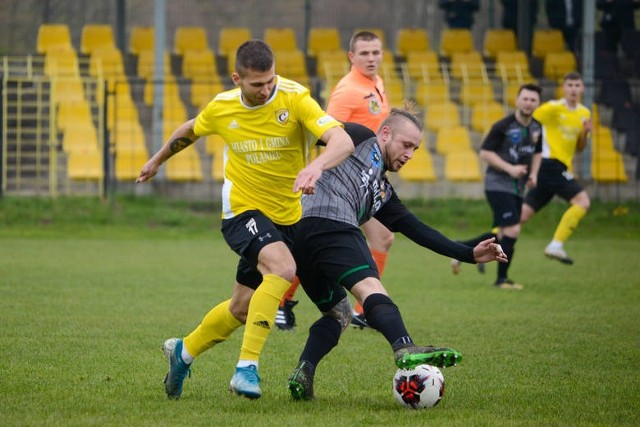 W tym sezonie w rozgrywkach czwartej ligi świętokrzyskiej pada bardzo dużo goli. Najwięcej było w ich w meczach z udziałem GKS Zio-Max Nowiny – 111, ale ekipa Mariusza Ludwinka rozegrała o jedno spotkanie więcej od Partyzanta Radoszyce i Lubrzanki Kajetanów.