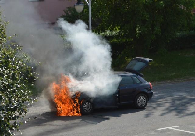 Zapalił się samochód osobowy.
