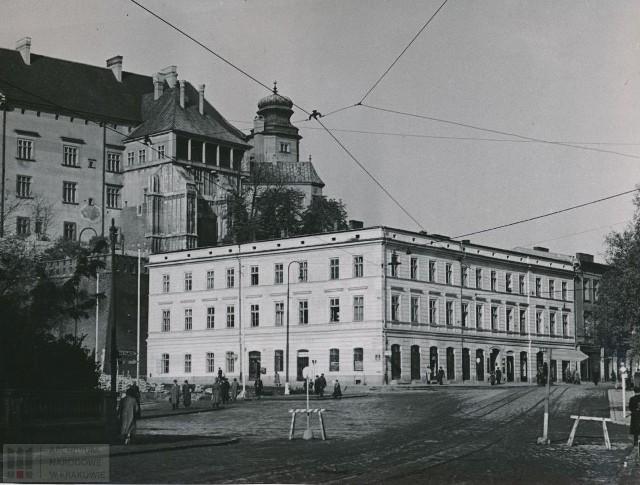 Kamienica pod Wawelem. Zasłaniała sporą część zamku. Teraz nie ma po niej śladu [ZDJĘCIA]