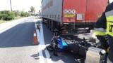 Wypadek w Woli Morawieckiej. Karambol czterech pojazdów, zderzyły się motocykl, dwa auta dostawcze i ciężarówka. Utrudnienia w ruchu