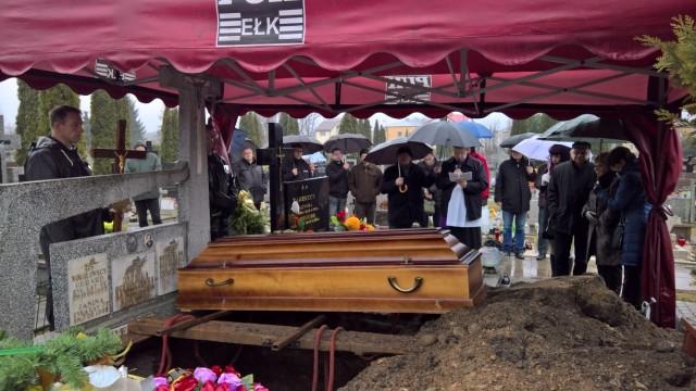 Po intensywnej walce z chorobą nowotworową, w wieku 56 lat, w piątek odszedł Stanisław Ogłodziński, w społeczności CB Radiowców znany jako Frog czy też Żaba. Pogrzeb odbył się w poniedziałek w Ełku.
