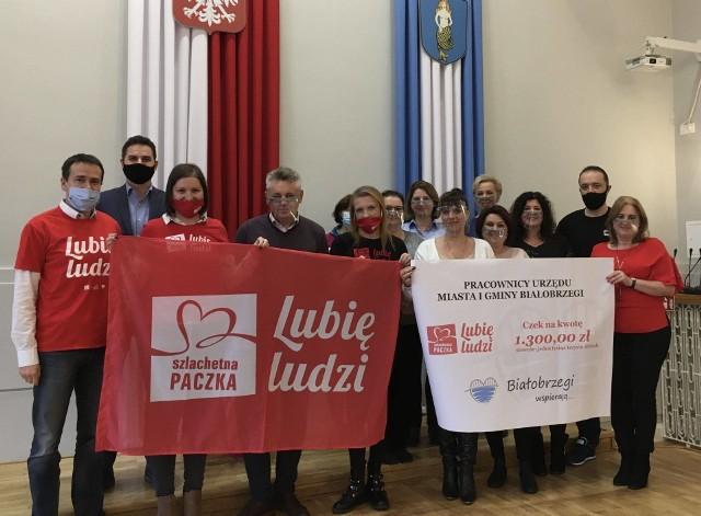 W tym roku pracownicy Urzędu Miasta i Gminy w Białobrzegach znowu są ze Szlachetną Paczką. Przekazali już zebrane pieniądze na zakup najpotrzebniejszych rzeczy dla jednej z rodzin.