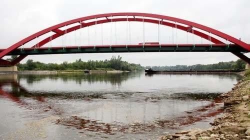 13-laka spadła wpadła do rzeki w okolicach nowego mostu na Wiśle.