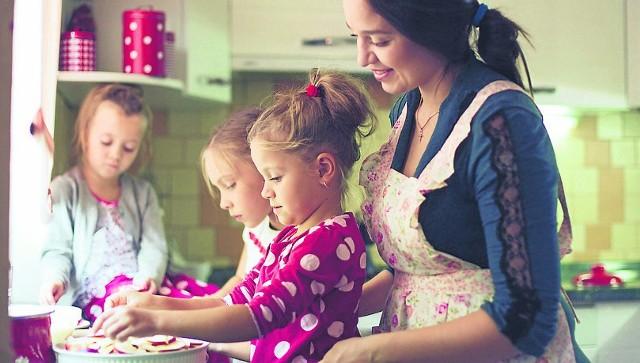 Programy socjalne zdaniem WUP w Gdańsku mają ułatwiać kobietom decyzję o pozostaniu w domu z dziećmi. Nie jest to jednak jedyny powód.