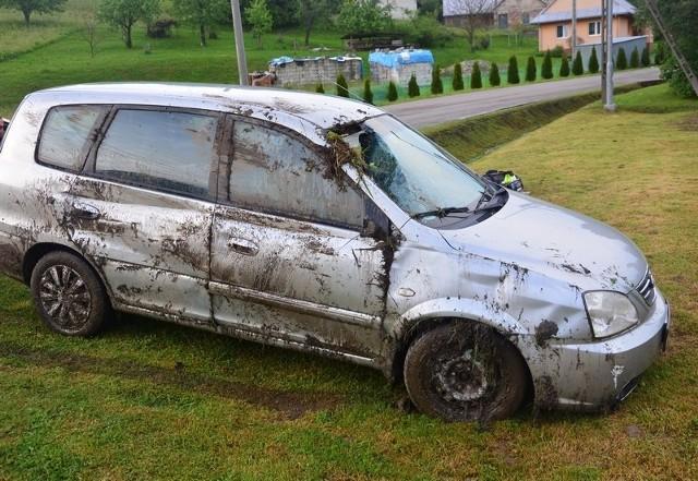 Blisko 1,5 promila alkoholu w organizmie miał kierowca volkswagena, który wjechał do rowu w Korczynie. Mężczyzna jechał z kolegą, który też był pijany.