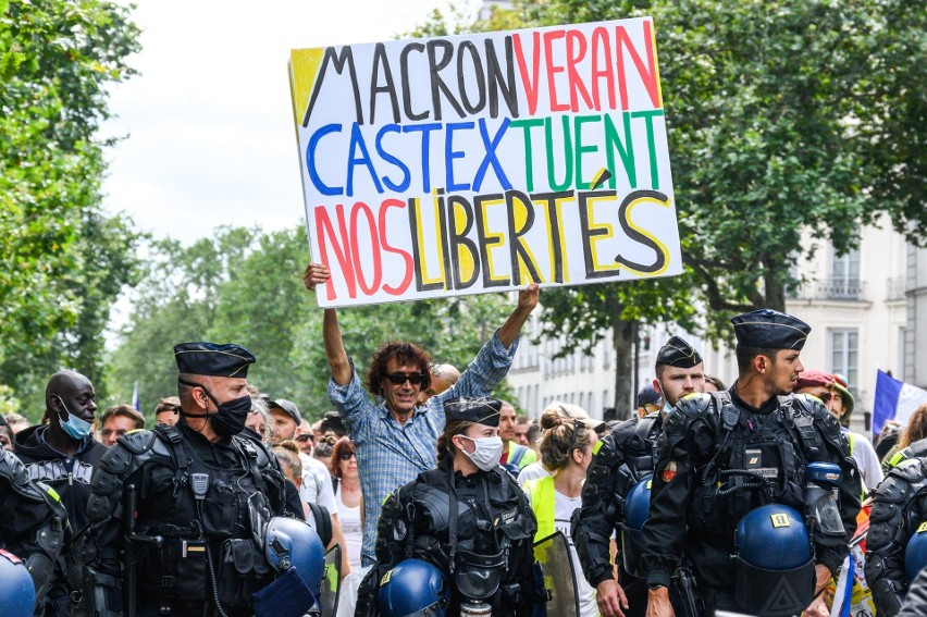Francja, Włochy, Belgia: restauracje, kina, teatry, tylko dla zaszczepionych przeciwko Covid