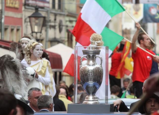 Puchar Europy Henriego Delaunaya ma być przekazany w Londynie. Niewykluczone, że w Anglii rozegrane zostaną wszystkie mecze Euro 2020