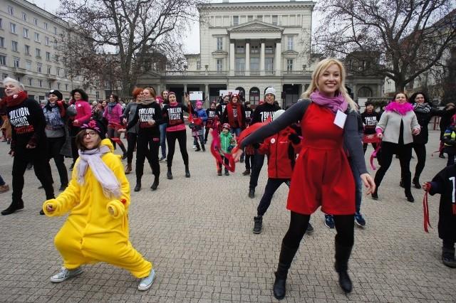 """Akcja """"One Billion Rising - nazywam się Miliard"""" na placu Wolności w Poznaniu"""
