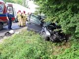 Dramatyczne sceny! Skoda zderzyła się z ciężarówką - ranną kobietę zabrał śmigłowiec