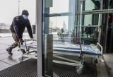 Dramatyczna sytuacja w pomorskich szpitalach. Jest decyzja o zwiększeniu liczby łóżek w szpitalu tymczasowym w Gdańsku