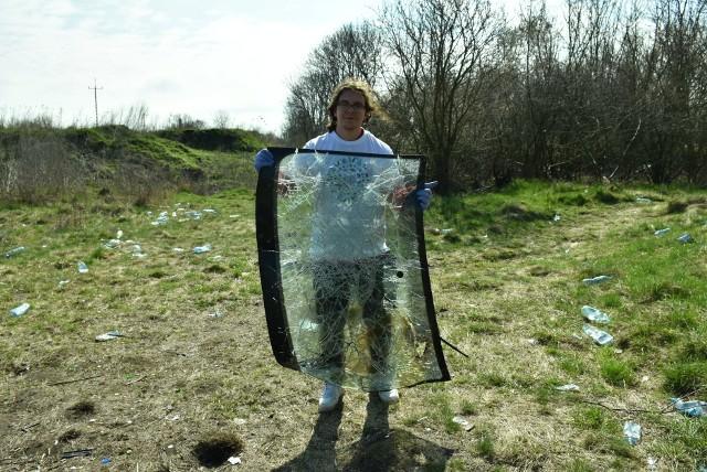 Fotorelacja z akcji sprzątania brzegów Jeziora Dużego Żnińskiego