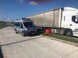Kierowca ciężarówki miał w tachografie kartę kolegi, bo chciał szybciej dotrzeć do domu. Sporo go to kosztowało