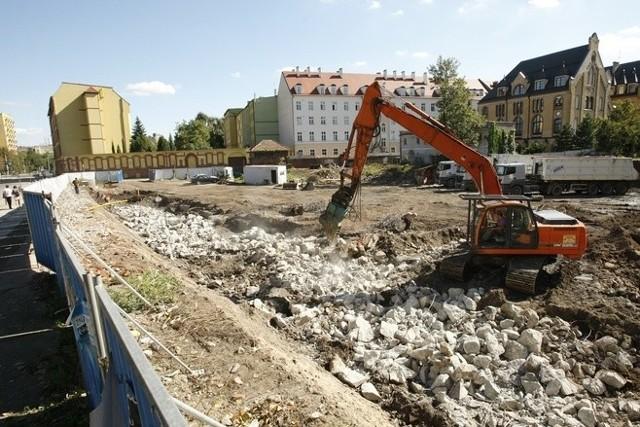 Budowa hotelu ruszyła w 2012 r. Prace zostały jednak przerwane