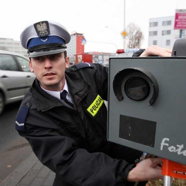 Grzegorz Dyk z rzeszowskiej policji - przenośny fotoradar to skuteczny sposób na piratów drogowych