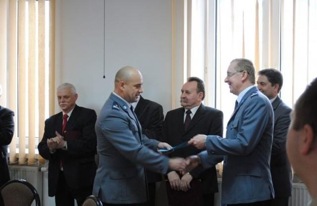 Mirosław Wizgo ma ma 43 lata i jest absolwentem Ekonomiki Rolnictwa Akademii Rolniczo-Technicznej w Olsztynie.