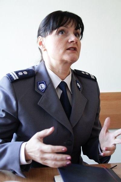 Mł. insp. Irena Doroszkiewicz ma 45 lat i od 20 służy w policji.  Od 2006 roku kierowała wydziałem kontroli KWP.  Wcześniej była naczelnikiem w wydziale kadr i szkoleń w komendzie miejskiej.