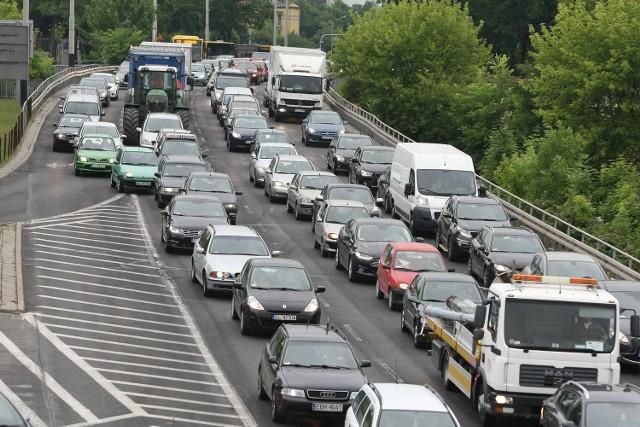 Po otwarciu trasy W-Z korki w Łodzi są niewiele mniejsze niż w  trakcie jej modernizacji. Rano były nawet większe.