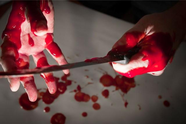 Zdjęcie ilustracyjne. Do dźgnięcia nożem doszło w sobotę po południu w kamienicy przy ul. Fortecznej. Kobieta była pod wpływem alkoholu. Miała około promila. Para przechodziła [b]kryzys małżeński