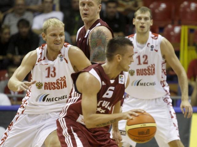 Mecz Polska-Rosja rozegrany zostanie 6 września (piątek), o godz. 10.00. Spotkanie będzie można obejrzeć w telewizji i internecie. Zdjęcie przedstawia towarzyski mecz Polski z Rosją z 2009 roku.