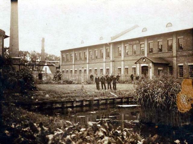 Państwowa Szkoła Rzemieślniczo-Przemysłowa w dawnej fabryce Commichaua. Antoniuk 1921 r.